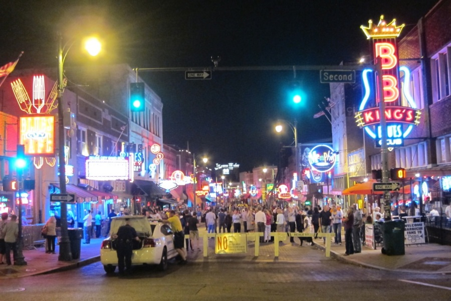 Beale St, Memphis | Intentional Traveelers