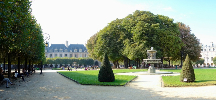Place des Vosges | A Budget Itinerary for Paris, France | Intentional Travelers